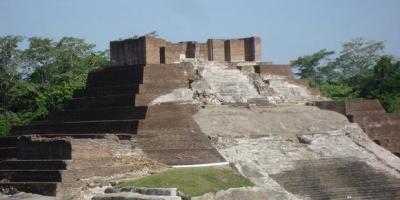 Situs Comalcalco di Meksiko. Di tempat ini, para ilmuwan National Institute of Antropology and History menemukan prasasti yang menjadi referensi tentang terjadinya kiamat pada 2012.
